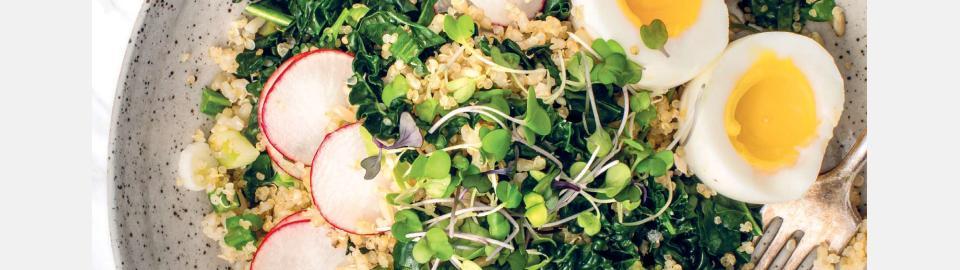 Боул с киноа, мисо, кейлом и яйцом: рецепт приготовления блюда
