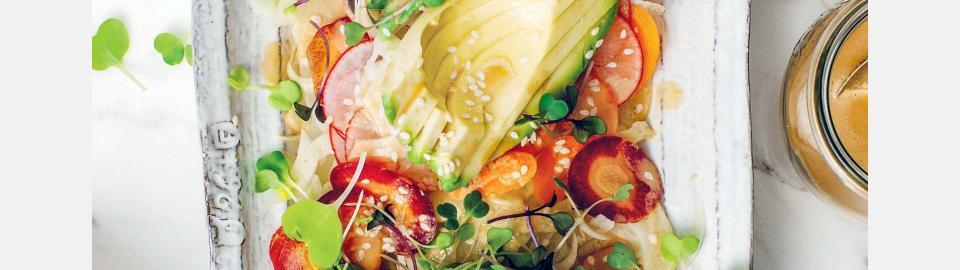Салат из авокадо и фенхеля с кунжутом и имбирем: рецепт приготовления