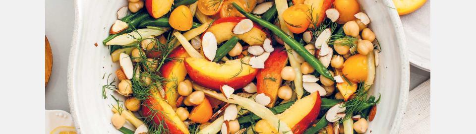Салат из персика и спаржевой фасоли с укропом: рецепт приготовления