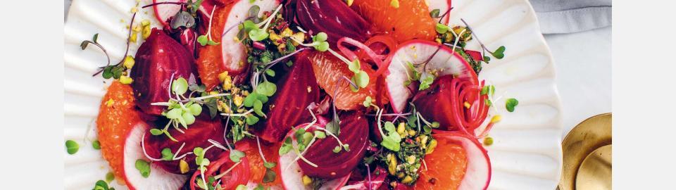 Свекольный салат с фисташковой гремолатой: рецепт приготовления