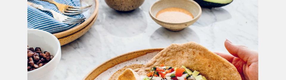 Буррито с «рисом» из брокколи и черной фасолью: рецепт приготовления
